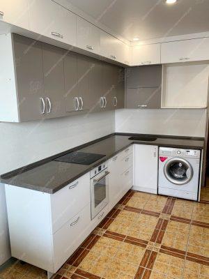 Фото угловой кухни с каменной столешницей на заказ